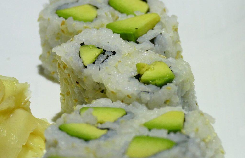 sushi avokado