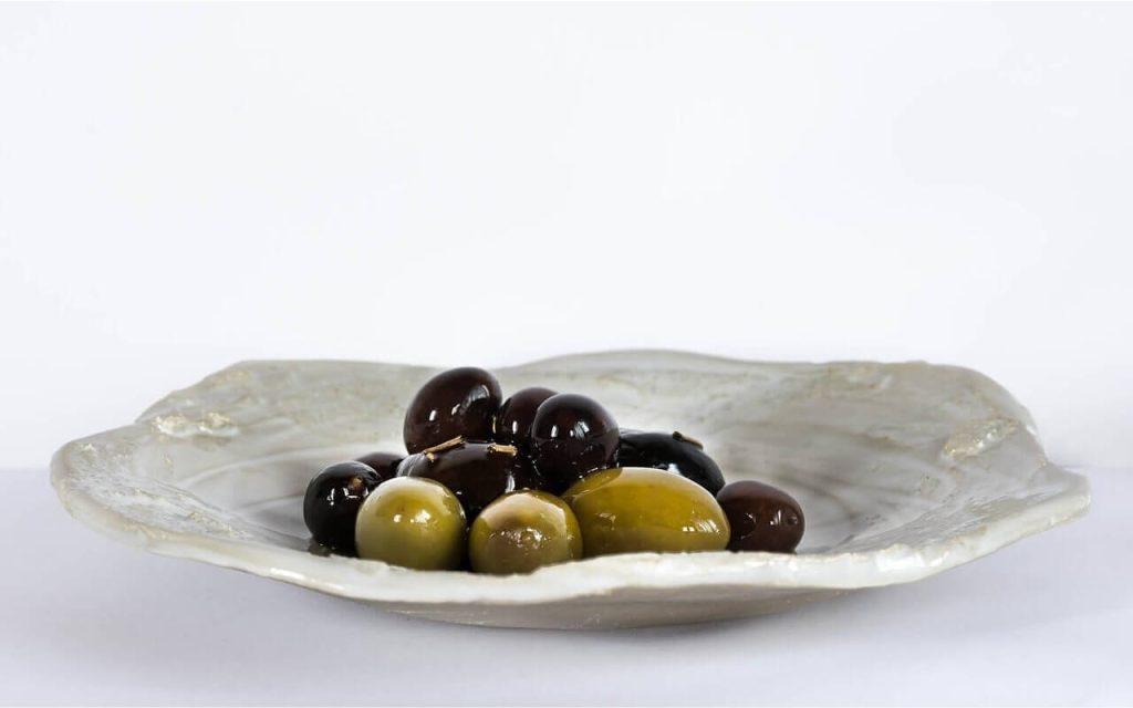 buah zaitun-buah yang tinggi dengan zat besi
